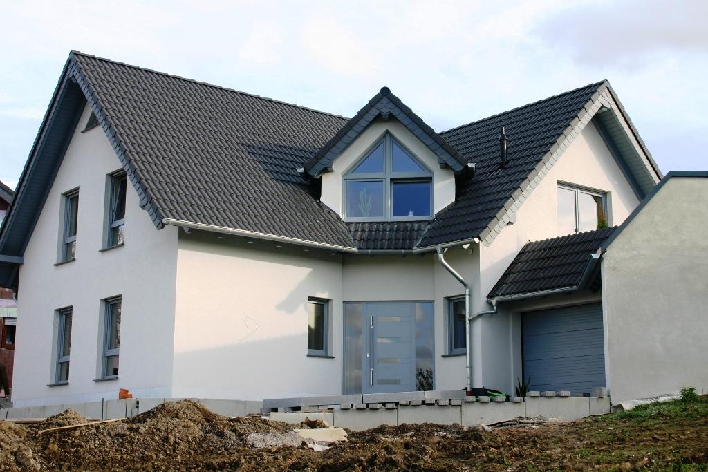 Einfamilienhaus neubau satteldach  Referenzen von Bedachungen aus Dachziegeln - Dachdeckermeister ...